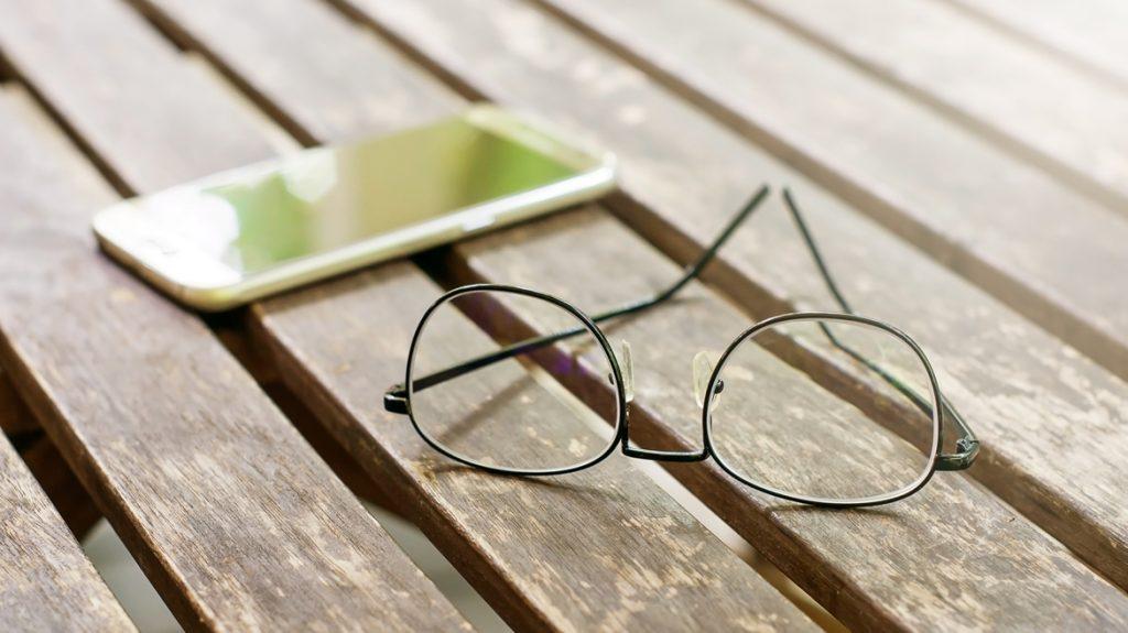 Basta estati con occhiali e lenti a contatto